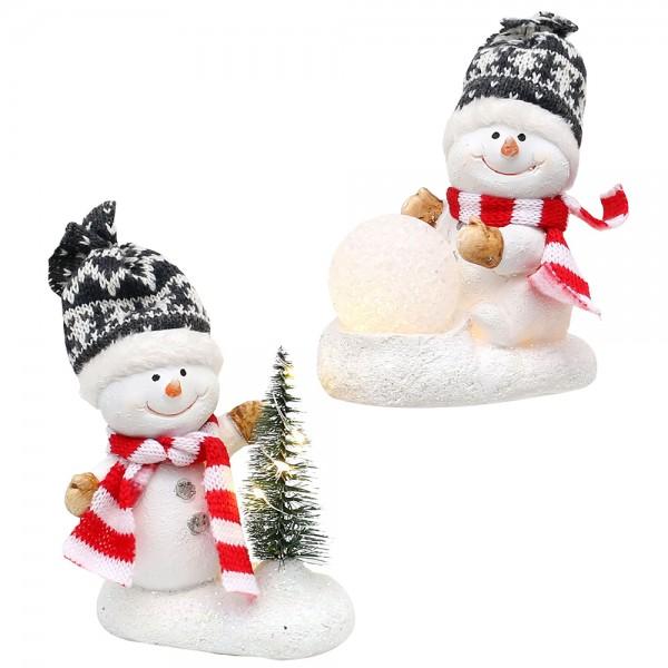 Polyresin Schneekinder mit Strickmütze grau/weiß, Schal rot/weiß, beleuchtetem Tannenbaum und Schneeball 2-fach sort. 10 x 6 x 15 cm LED im Set