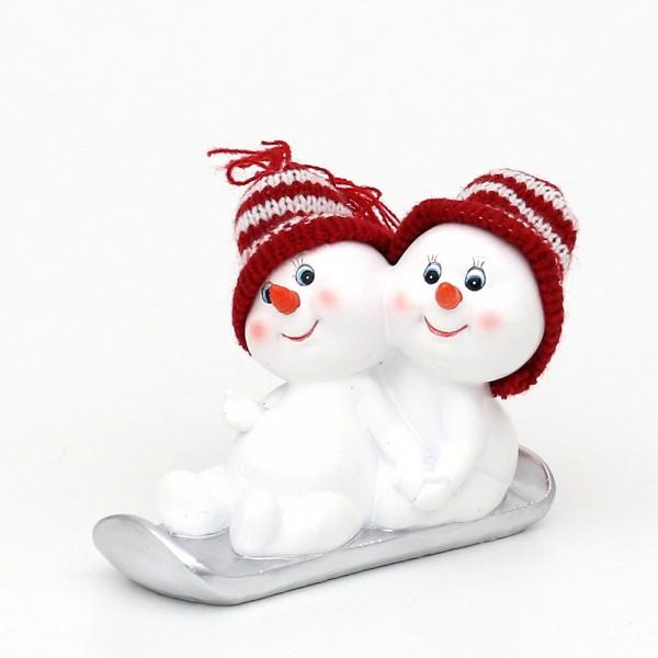Polyresin Schneekinder mit Strickmütze rot/weiß 2er Paar auf Schlitten 12,5 x 7,5 x 8,5 cm