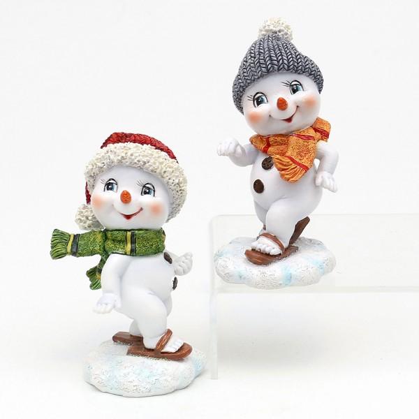 Polyresin Schneekinder mit Mütze und Schal rot/grau mit Skier 2-fach sort. 5,5 x 6,8 x 11 cm im Set