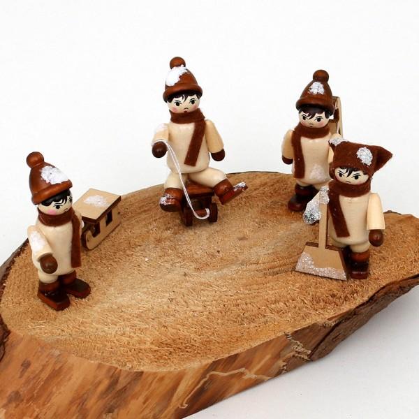 4er Set Holz Winterfiguren Winterspaß, mit Schnee 2,5 x 2,5 x 5,5 cm