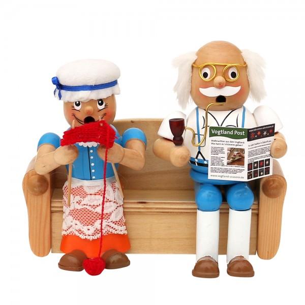 Holz Räucherfigur Oma & Opa auf Sofa 17,5 x 7,5 x 15 cm