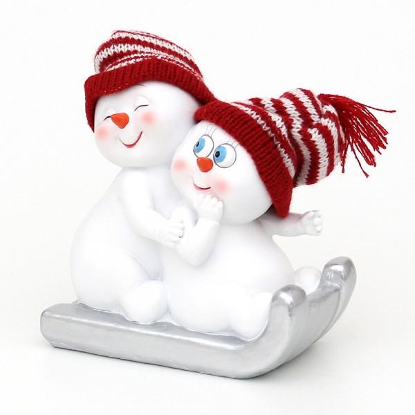 Polyresin Schneekinder mit Strickmütze rot/weiß 2er Paar auf Schlitten 14 x 7,5 x 14,5 cm