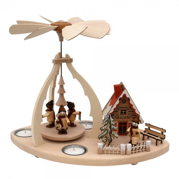 Holz Tischpyramide mit Szene Winterfiguren & Haus verschneit für 3 Teelichte 32 x 19,5 x 25 cm