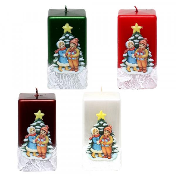 Quadratkerze Weihnachtsbaum mit Kindern metallic weinrot, rot, weiß, grün 4-fach sort. 6 x 6 x 10 cm im Set